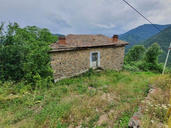 Продавам къща 52кв.м. със 140кв.м. двор с.Крушево общ.Лъки обл.Пловдив