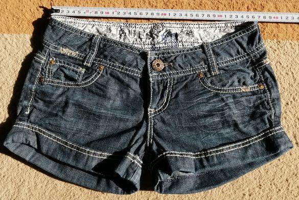 Продавам Дамски къси панталони GUESS – XS (24).