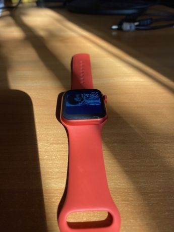 Aplle watch series 6 red