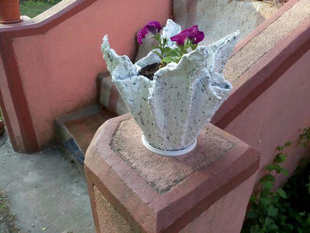Vand ghivece flori din plastic si beton