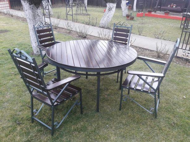 Masa rotunda cu scaune