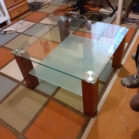 Masa din sticlă.