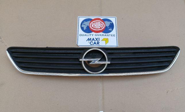 grila radiator Opel Astra G cu ornament cromat 70 lei