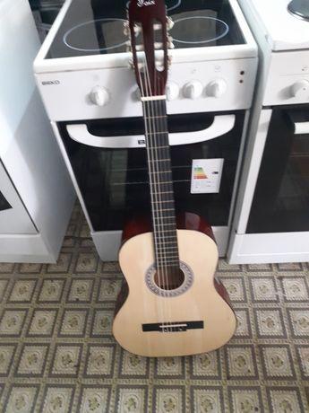 Новая  гитара  с чехлом