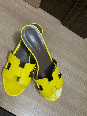 Лакированные тапочки на каблуке