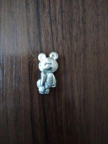 Продам олимпийского мишку значок