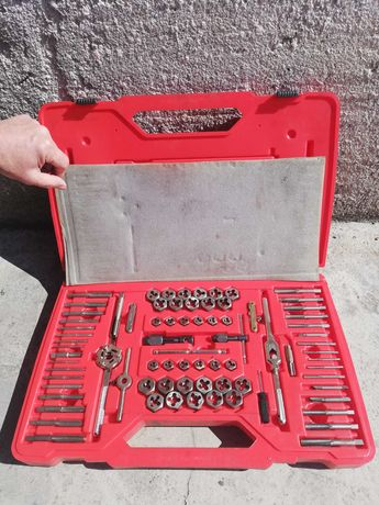 Mac tools Deluxe threading and drill bit set
