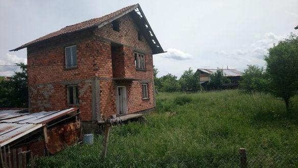 Къща с двор 1000 кв.м.
