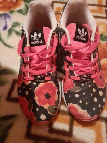 Adidasi firma , sport