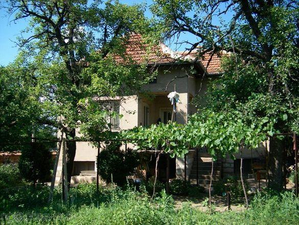 Продавам къща с двор от собственик с.Рогозен Врачанско