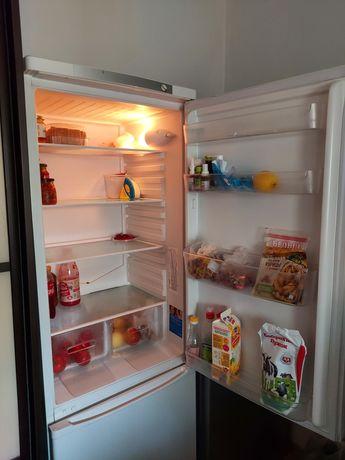 Холодильник индезит в отличном состоянии 2 года