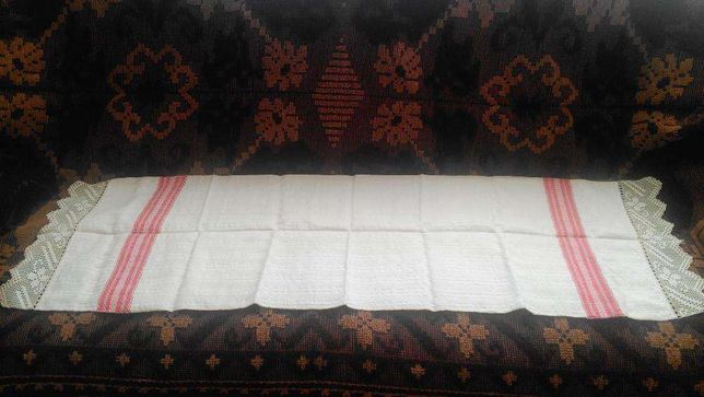 Prosop tesut traditional, in razboi
