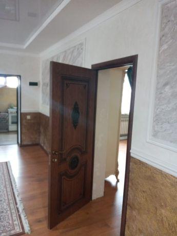 Установка дверей и лестниц