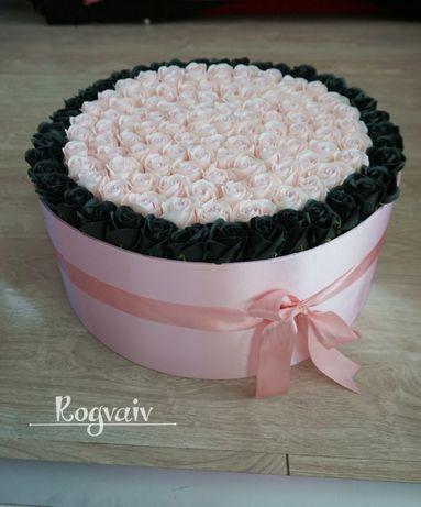 Aranjament de lux din flori de sapun pe orice culoare