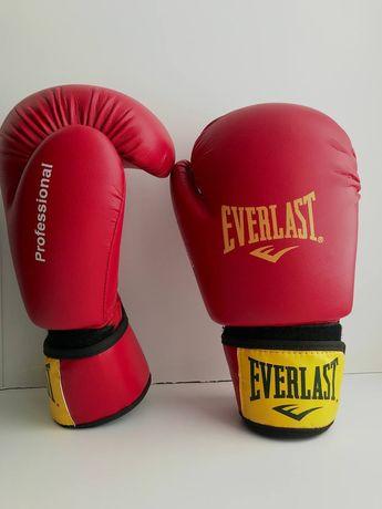 Кожаные боксерские перчатки.