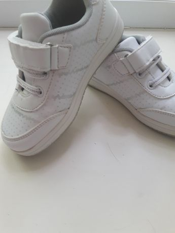 продам кроссовки в отличном состоянии