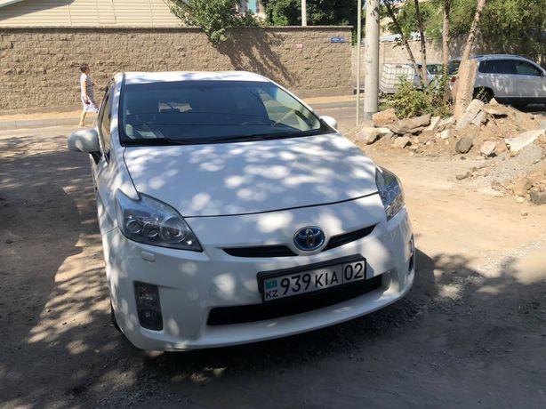 Toyota prius 2010г гибрид