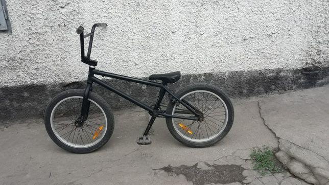 Продам дёшево велосипед трюковой BMX звоните поторгуемся