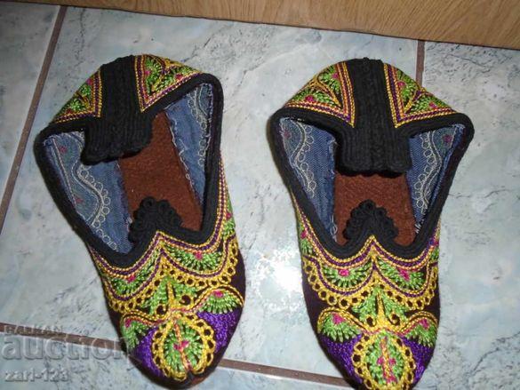Родопски пантофи