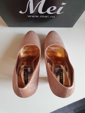 Официални брокатени обувки