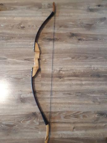 Arc cu sageti traditional modern