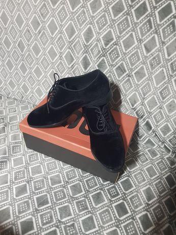 Vînd pantofi 41 zara men