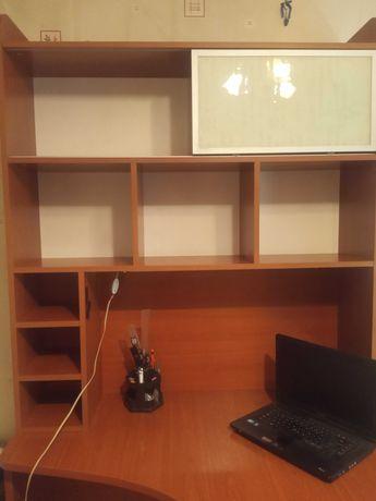 Продам угловой рабочий стол в отличном состоянии!