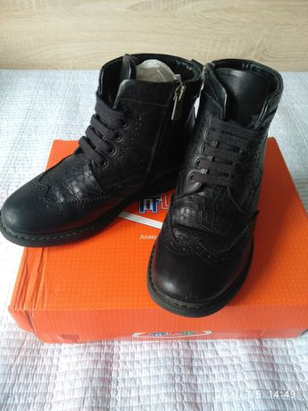 Продам демисезонные ботинки Тифлани для мальчика