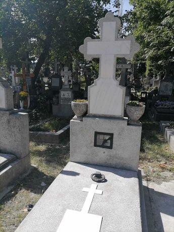 Cavou 2 locuri cimitirul Evanghelic Lutheran langa Belu