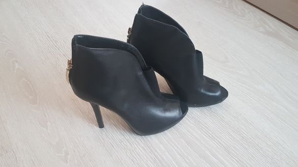 Обувки Sisley, Guess