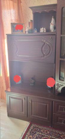 Шкаф в зал почти новый