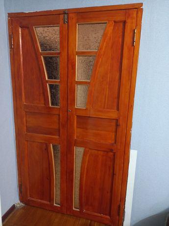 Двери межкомнатные и одна входная