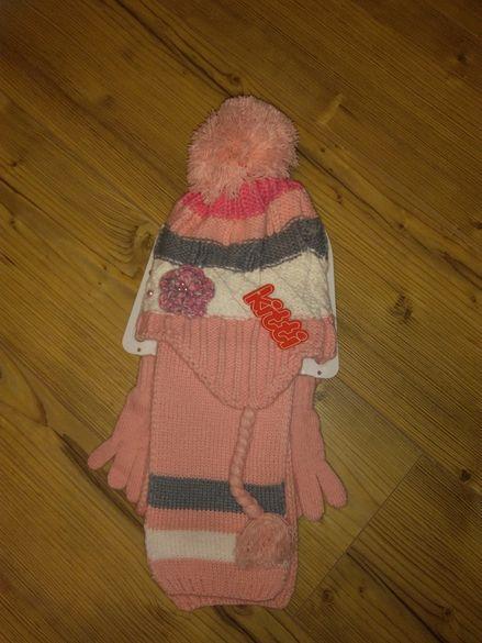 Комплект от шапка, шал и ръкавички