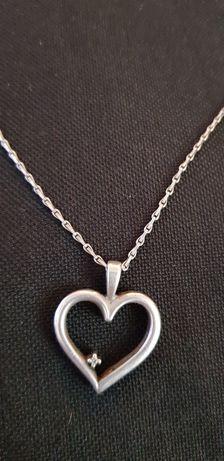 Vând lănțișor argint 925 cu medalion in formă de inimă.