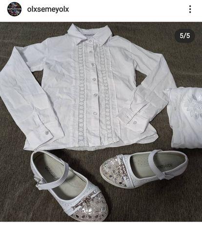 Белая школьная блузка и туфельки на девочек