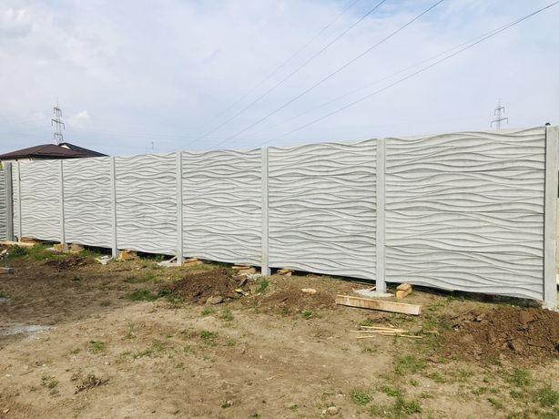 Gard din placi și stâlpi din beton vibrat