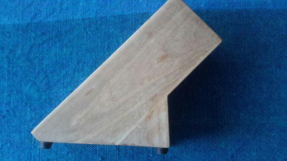 Дървена стойка за кухненски ножове