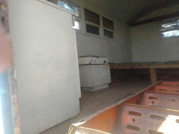 ПРОДАМ жилой оборудованный 4-хместный вагон и пресс-подборщик