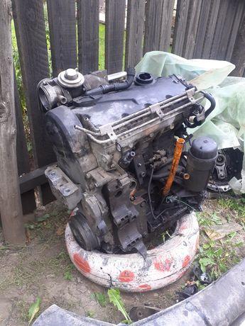 Dezmembrez motor 1.9 TDI AXR 74kw