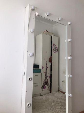 Продам настенное зеркало