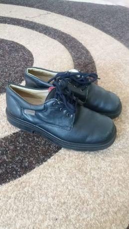 Продам обувь для мальчиков размер 33 34