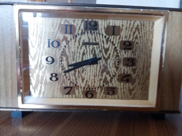 Часы настольные Молния.