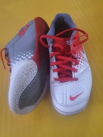 Nike elastik. Футзальные кроссовки