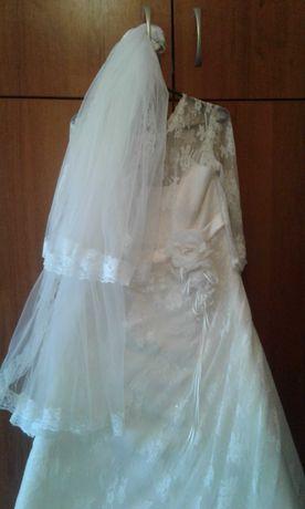 Стилна рокля с белгийска дантела
