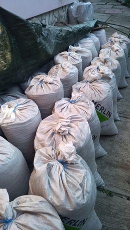 Donez pământ negru ambalat in saci de rafie - 80 bucati