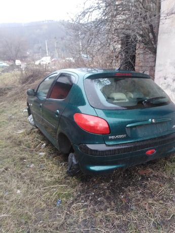 Vând piese Peugeot 206 an 2001