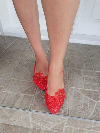 Pantofi din piele eco lacuita cu toc de 3 cm