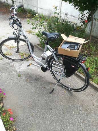 Vand bicicleta electrica marca KTM.