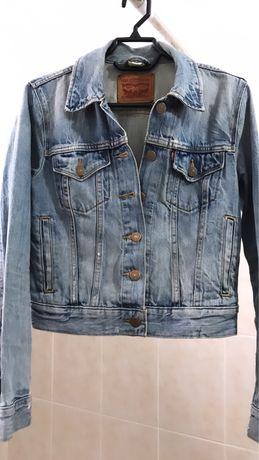 Джинсовая куртка от levi's, оригинал. Размер - S (42)