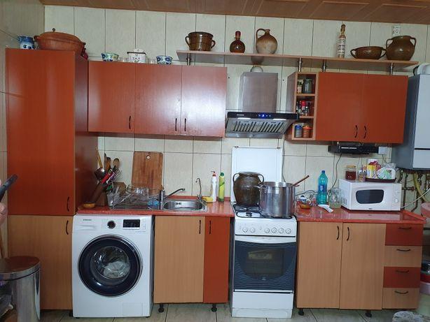 Mobila bucătărie 2,75 m cu bar și blat inclus